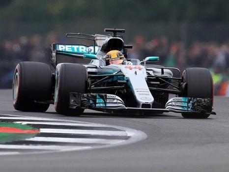 Lewis Hamilton fica a uma pole do recorde de Schumacher