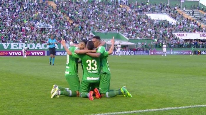 Jogadores da Chape comemoram o segundo gol (Crédito: Reprodução)