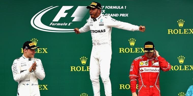 Hamilton sobra na Inglaterra, vence e reduz diferença para Vettel