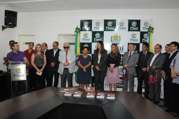 Autoridades no lançamento daÓpera da Serra da Capivara