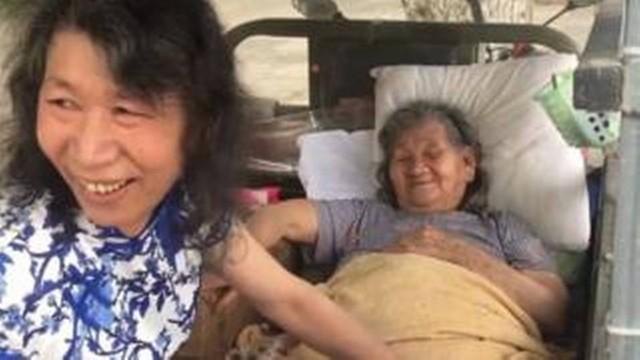 Homem se veste como a irmã para ajudar mãe a lidar com a dor da perda (Crédito: Reprodução)
