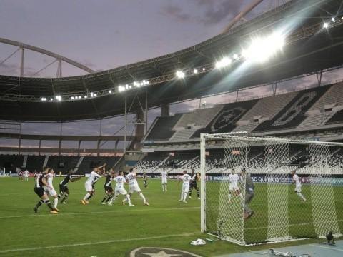 Com estádio vazio, jogadores lamentam: 'Futebol fica sem graça'