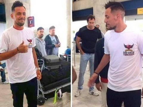 Diego Alves chega ao Rio para assinar contrato com o Flamengo