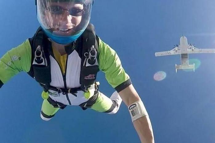 Paraquedista manda vídeo à mulher e a surpreende com decisão