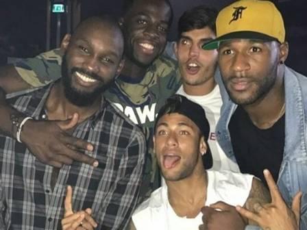 Neymar curte noitada em Ibiza com 'parças' e astro da NBA