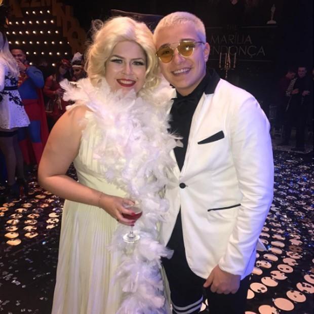 Marília Mendonça comemora 22 anos em festa com tema Hollywood