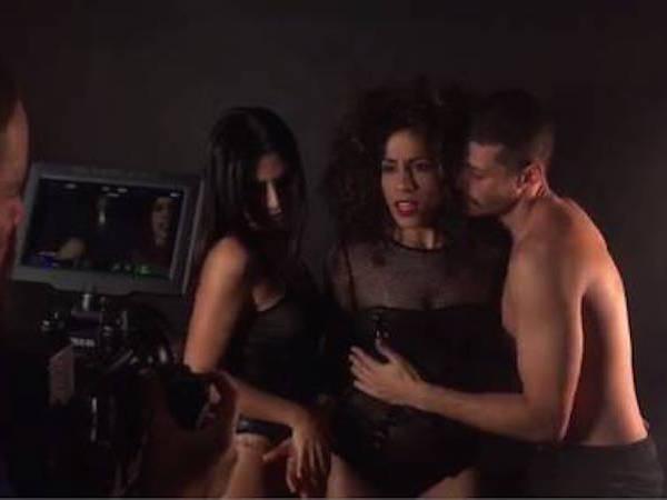Após declaração, Cleo Pires simula sexo a três em gravação de clipe