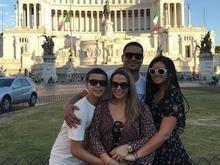 Carla Perez curte férias com Xanddy e os dois filhos na Itália