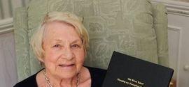 Aluna dedicada: universitária de 86 anos finalmente se forma