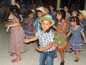 CRAS 2 realiza festa junina para crianças e idosos
