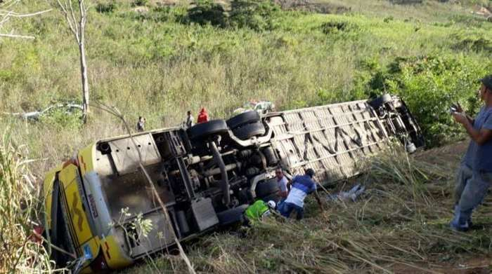 Acidente com ônibus deixa ao menos seis mortos em Minas Gerais