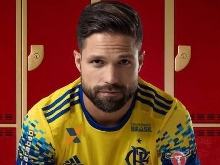 Flamengo lança oficialmente a nova camisa amarela com Diego