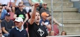 Homem invade quadra,faz saudação nazista e interrompe jogo de tênis