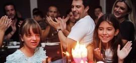 Ticiane Pinheiro comemora aniversário da filha com famosos nos EUA