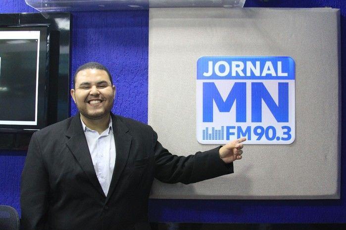 Gustavo Santos estreia na Rádio Jornal Meio Norte (Crédito: Raíssa Morais)