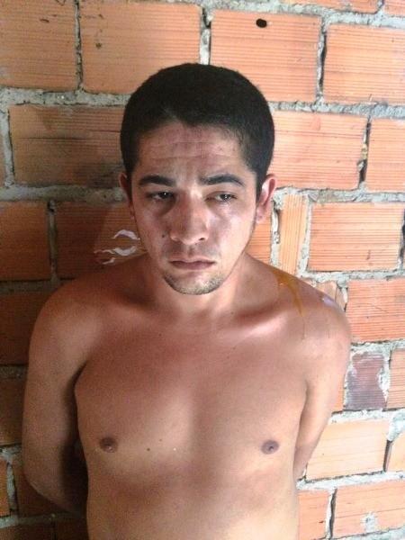 Homem com tornozeleira eletrônica é preso com maconha em LC