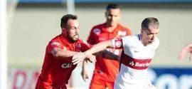 Internacional perde para o Vila Nova-GO em jogo no Serra Dourada