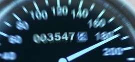 Polícia belga flagra idosa de 79 anos dirigindo a 238 km/h