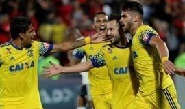Flamengo bate o Coritiba com pênalti nos acréscimos