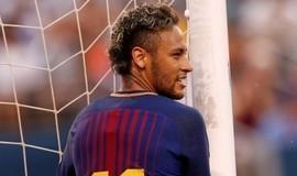 Pai de Neymar ofereceu jogador ao City e ao United, diz jornal