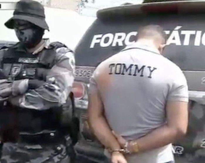 Acusado foi preso com uma pistola .40 (Crédito: Reprodução)