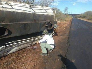 Técnicos da SEMAR no local do acidente (Crédito: Divulgação)