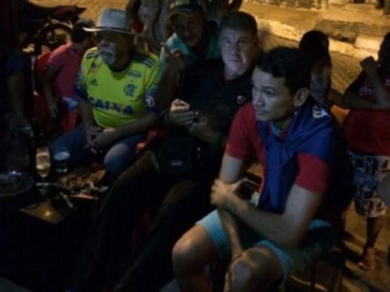 Joel Santana e Angelim são fotografados assistindo jogo no Ceará