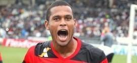 Atacante do Flamengo é liberado e assina com o Benfica por 5 anos