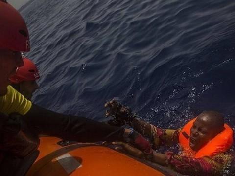 13 pessoas são encontradas mortas em bote à deriva no Mediterrâneo