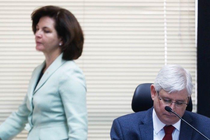 Rodrigo Janot e sua sucessora Raquel  Dodge na abertura da reunião do Conselho Superior do Ministério Público Federal