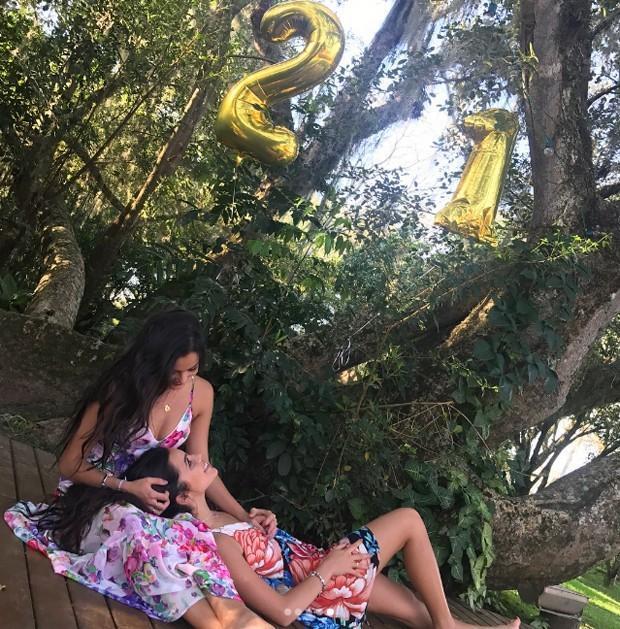 Emilly e Mayla comemoram aniversário em cidade natal