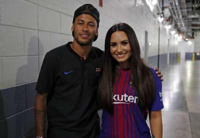 Marquezine curte comentários 'shippando' Neymar e Demi Lovato