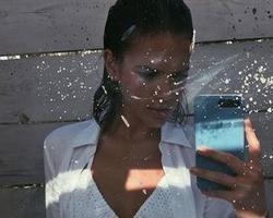 Bruna Marquezine posta foto sensual e recebe elogios: 'Lacrou'
