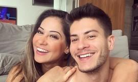 Ex-BBB Mayra Cardi e Arthur Aguiar comemoram um mês de namoro