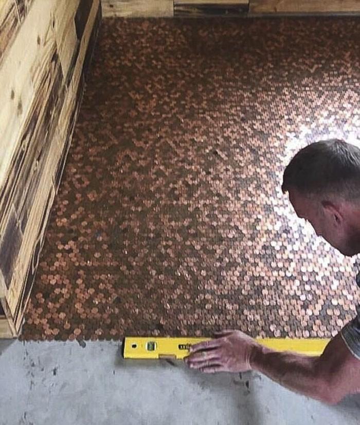 Dono transforma chão de barbearia com 70 mil moedas