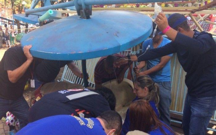 Acidente em parque de diversões (Crédito: Divulgação/ Corpo de Bombeiros)