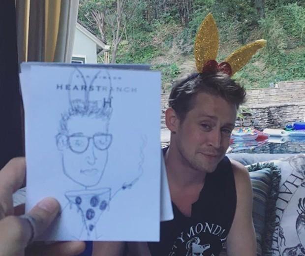 Macaulay Culkin surge com novo visual e surpreende fãs (Crédito: Reprodução)