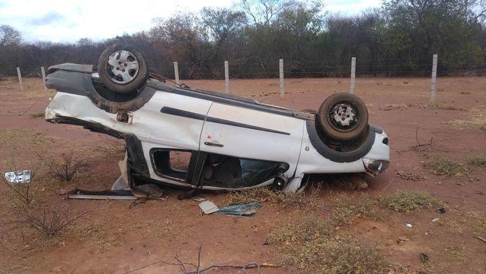 Veículo capotou na BR-020 (Crédito: Reprodução/PM-PI)