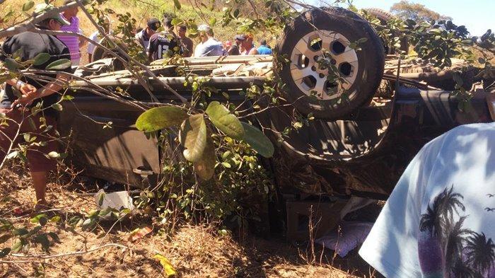 Veículo ficou destruído  (Crédito: Portal Corrente)