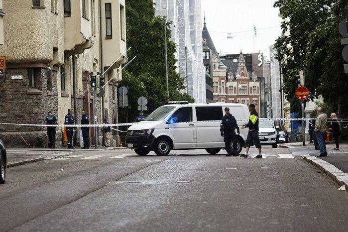 Homem joga carro sobre multidão e mata uma pessoa na Finlândia