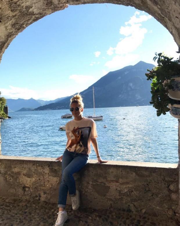 Claudia Leitte curte férias na Itália