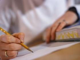 UFRN anuncia concurso público com salários de até R$ 2,4 mil