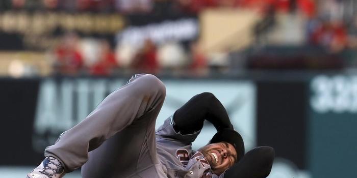 Bola de beisebol acerta em cheio cabeça de arremessador; vídeo