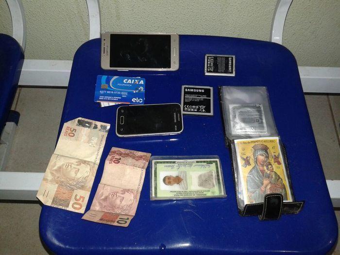 Dinheiro e objetos roubados