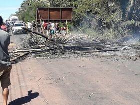 Manifestação bloqueia PI-112 e dificulta acesso a Teresina e União