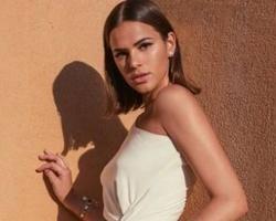 Bruna Marquezine exibe clique de sua cinturinha nas redes sociais