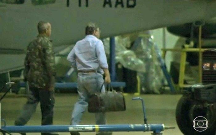 Ex-ministro Geddel Vieira Lima desembarca em Brasília com uma pequena mala e é encaminhado à carceragem da PF