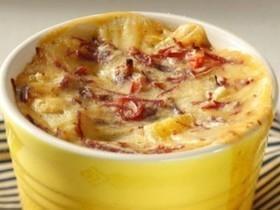 Aprenda a fazer uma taça de purê de batata com carne de sol