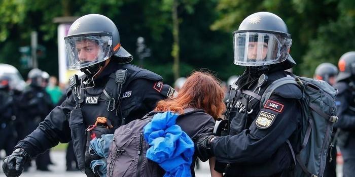 Manifestantes voltam a protestar contra o G20 nas ruas de Hamburgo