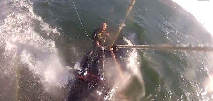 Atleta surfa por cima de baleia em vídeo impressionante